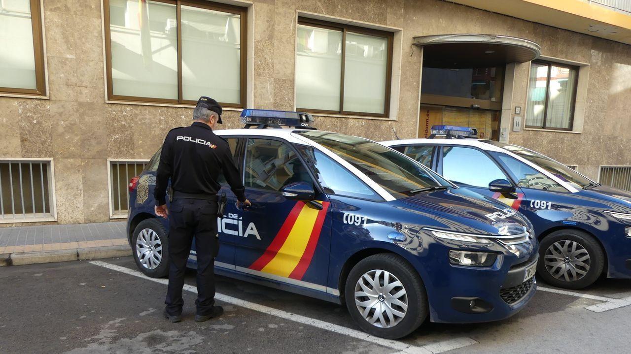 La obra «Prostitución» cerró el FIOT en pausa.Imagen de un agente de la Policía Nacional