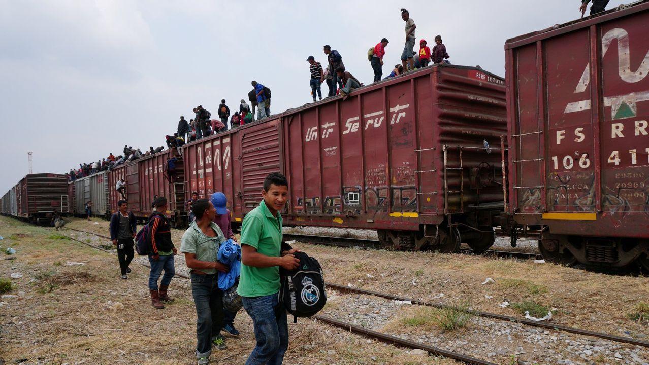 Alejandro Giammattei gana las elecciones en Guatemala.Migrantes centroamericanos aguardan para formalizar su petición de asilo en Tapachula (México)