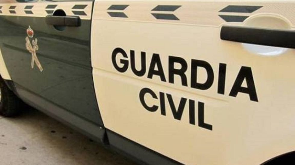 La caravana de camioneroscierra la arterias de comunicación deA Coruña.EL ÚLTIMO CHOQUE MORTAL, EN JUNIO Un conductor kamikaze murió en el acto el pasado mes de junio al estrellarse contra otro coche en la A-6, en Coirós