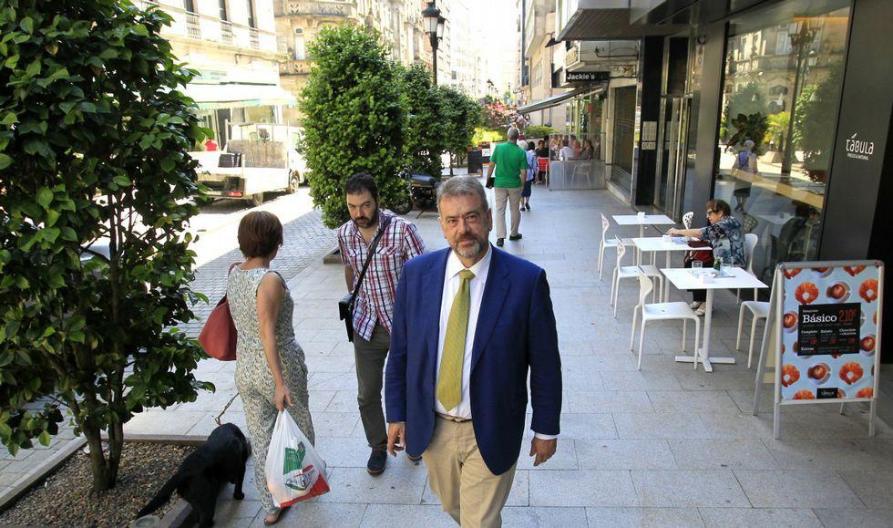 Antonio Heredero en la calle Marqués de Valladares, en otro tiempo con mucha vida y que hoy aún guarda el sabor de antaño.