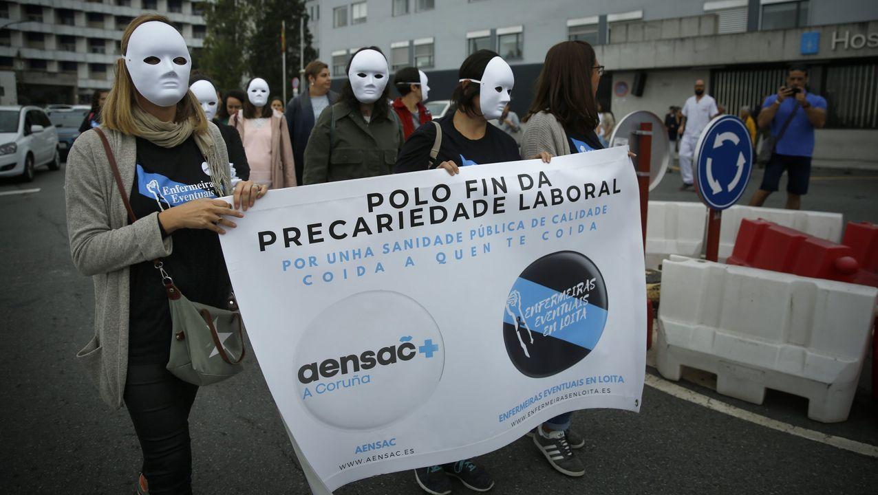 Foto de archivo de una concentración de enfermeras frente al Chuac