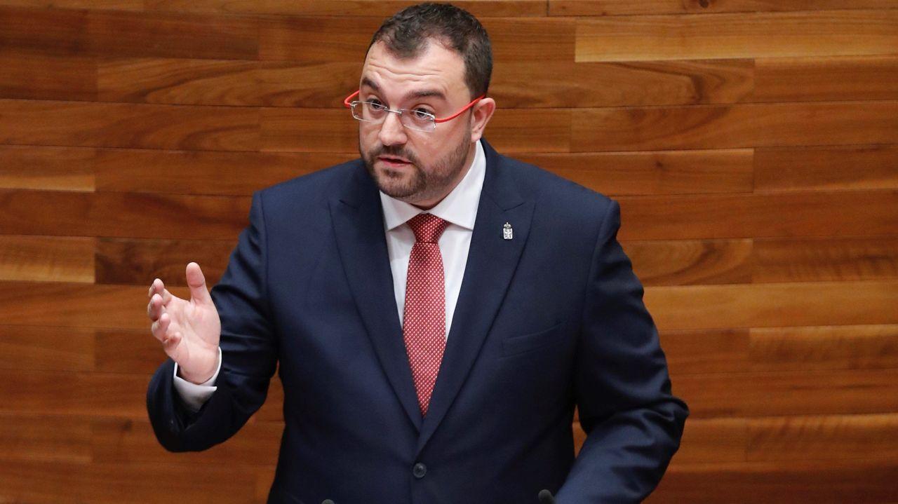 El candidato socialista a la Presidencia del Principado, Adrián Barbón, interviene en la primera sesión del debate de investidura