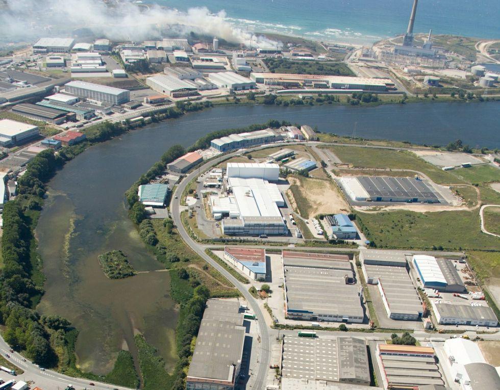 Imagen aérea del embalse de O Rexedoiro.