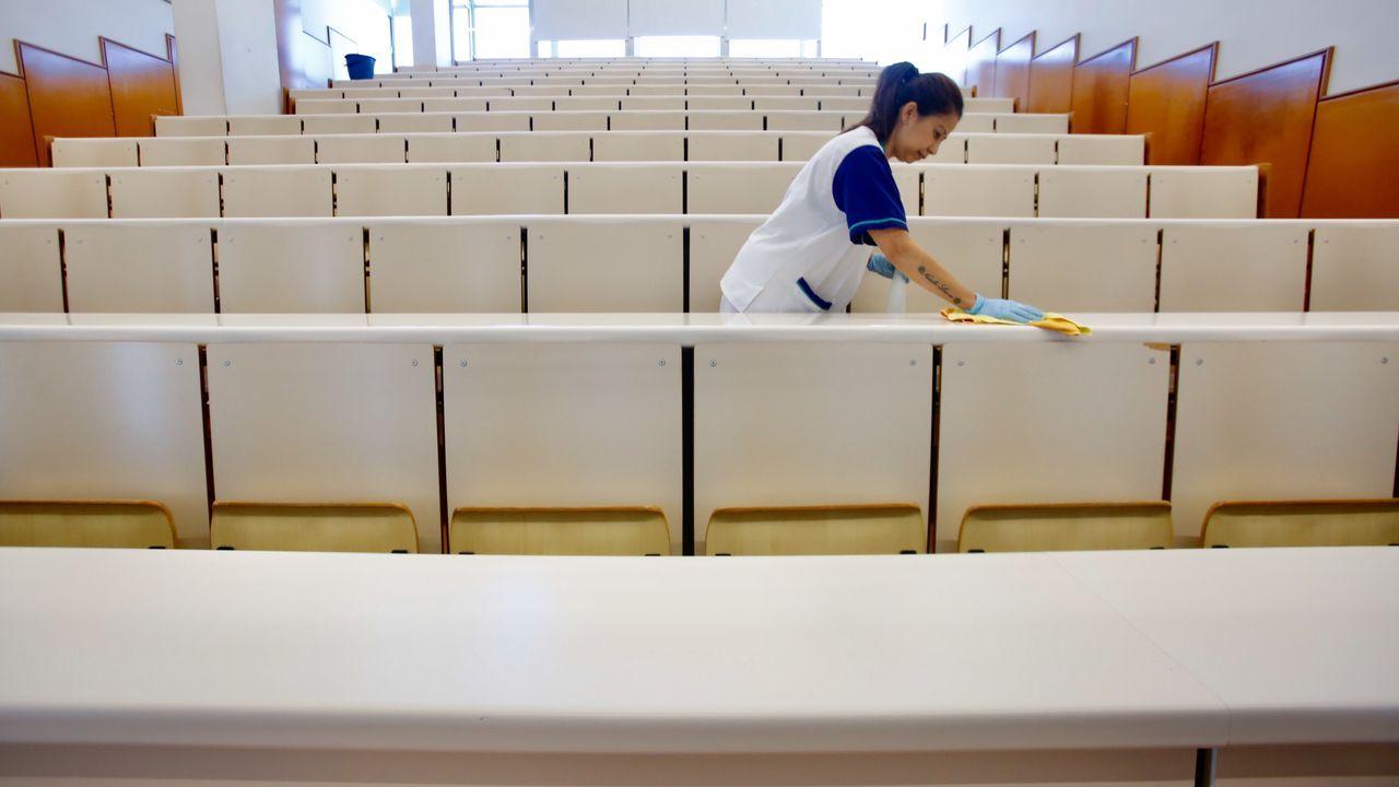 Vigo paraliza sus obras por el coronavirus.Parque infantil cerrado en Vigo