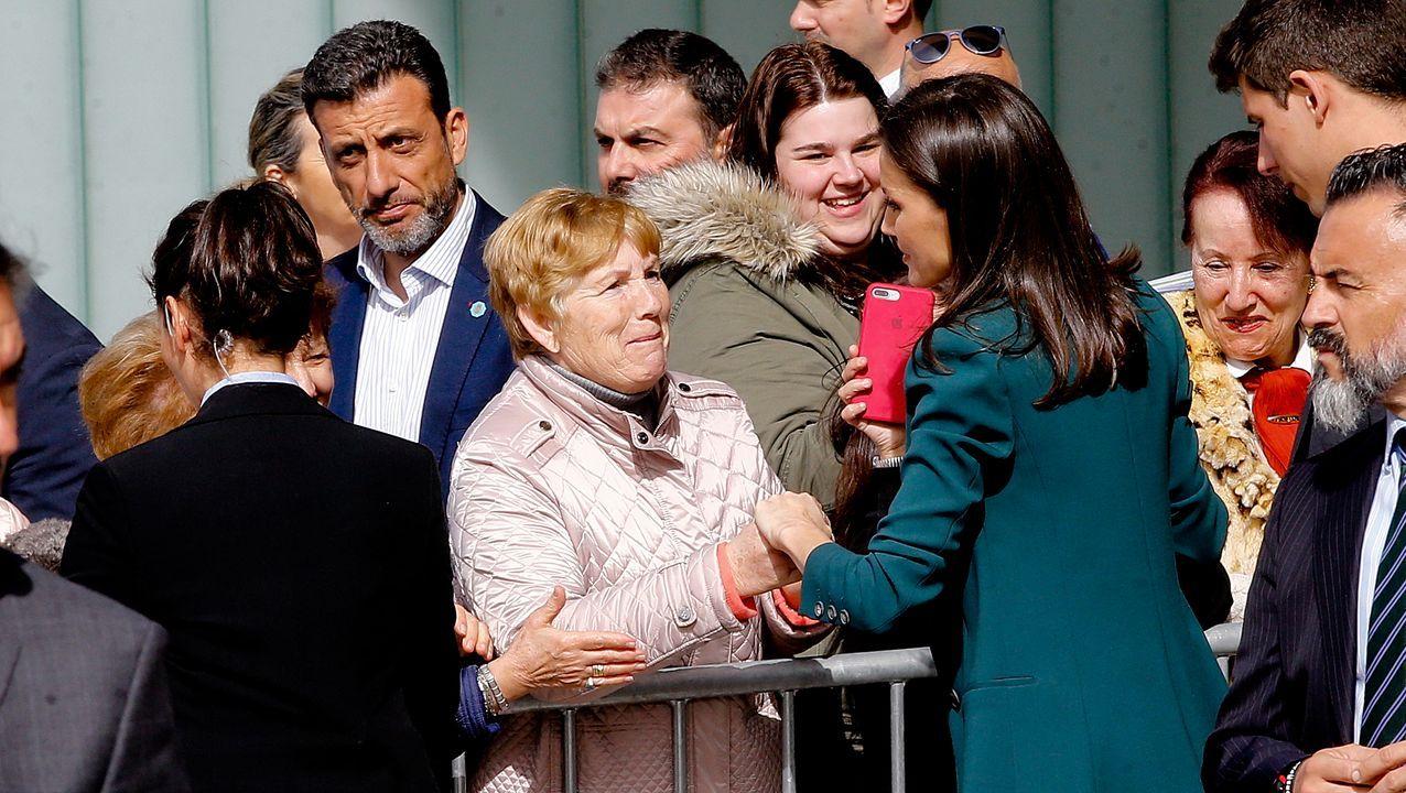 Feijoo se reúne con simpatizantes del PP en un desayuno en la estación marítima.Carles Puigdemont, durante su intervención en un acto en Perpiñán