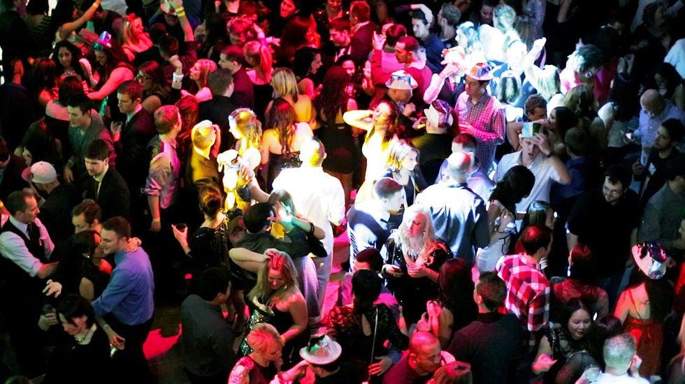 «El taxi» es uno de los «hits» para dar la bienvenida al nuevo año.Fiesta de cotillón