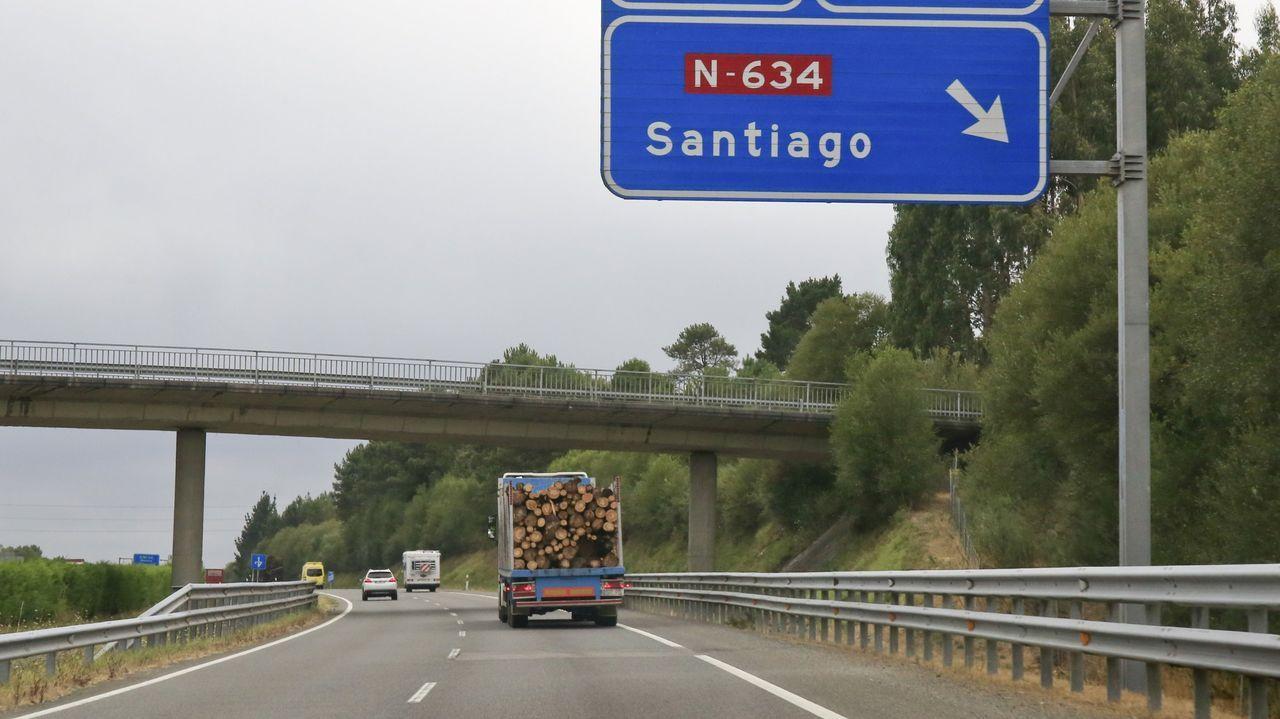 Lugares para visitar en Lugo en un día gris.Vista de la A-6  a su paso por el municipio de Guitiriz, cerca del enlace con la N-634