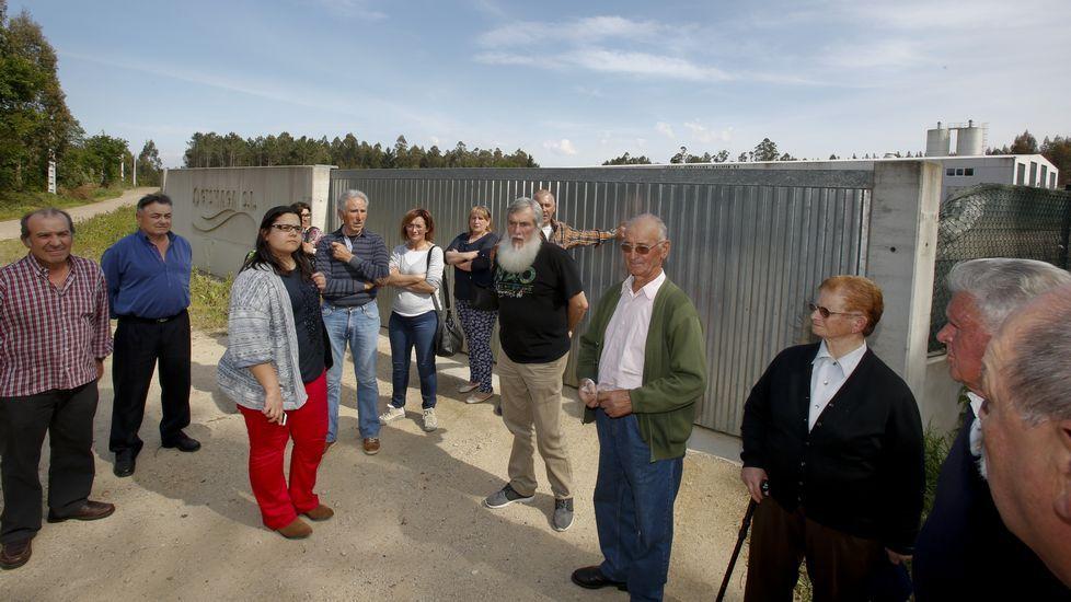 A Laracha se vuelve a levantar por la fraga de Soandres.Contenedores de reciclaje en Gijón