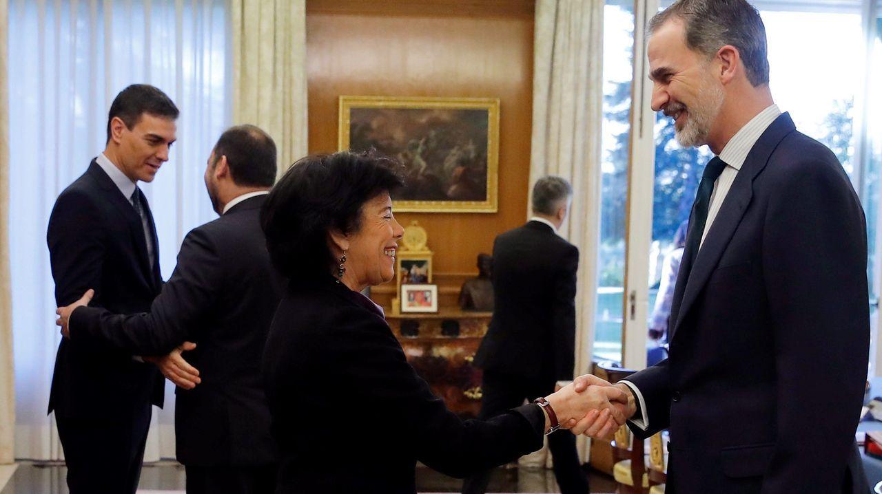 Felipe VI recibe a la ministra de Educación, Isabel Celáa