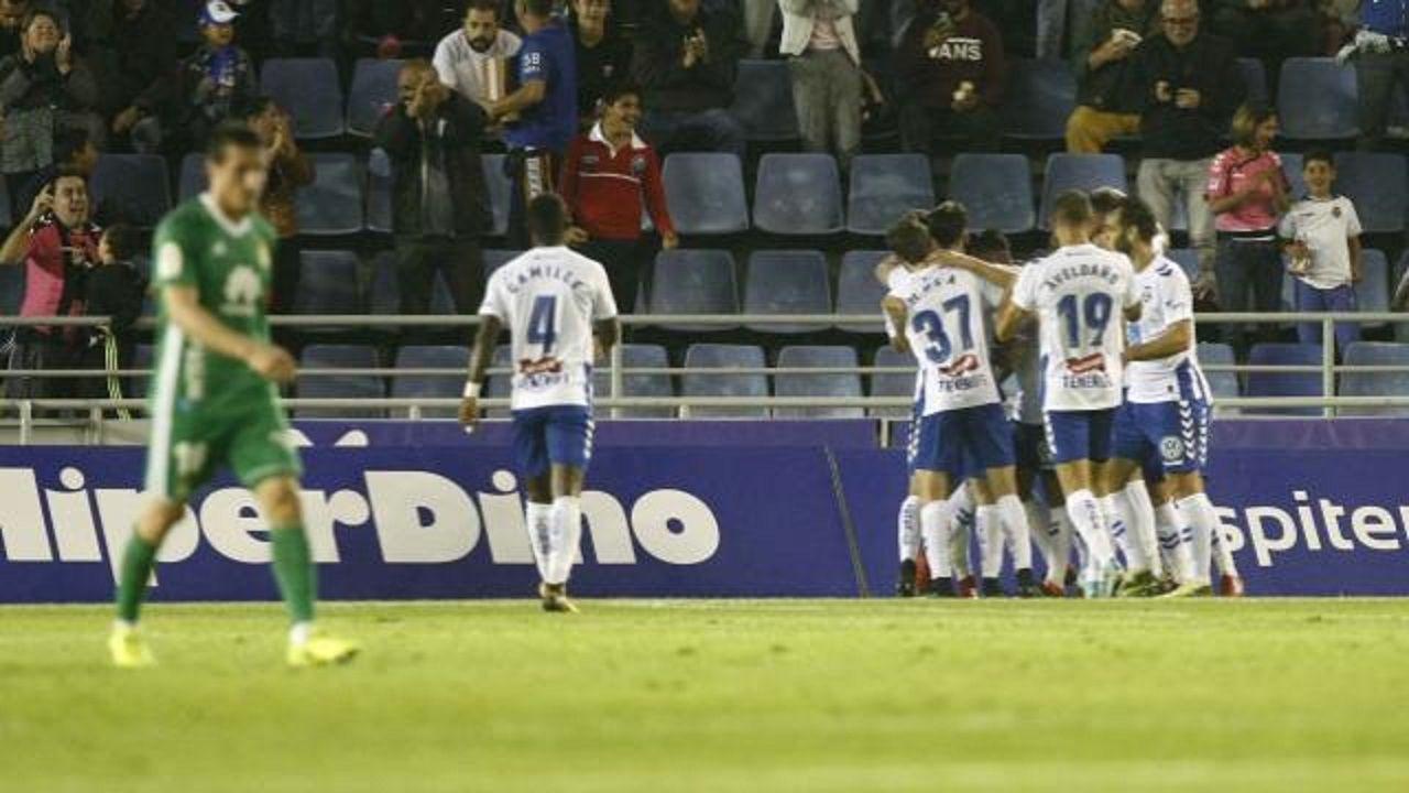 Gol Tenerife Real Oviedo Heliodoro Rodriguez Lopez.Los futbolistas del Tenerife celebran el primer gol del partido