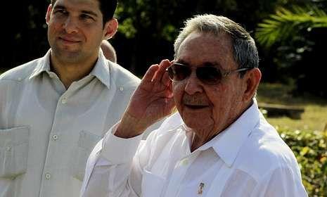 Raúl Castro bromea: «Voy a cumplir 82 años, tengo derecho a retirarme. ¿No lo creen?».