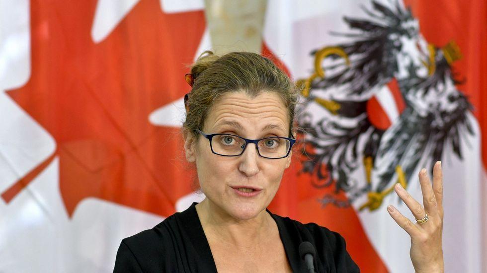 La jungla de Calais, en llamas.La ministra canadiense de Comercio, Chrystia Freeland.