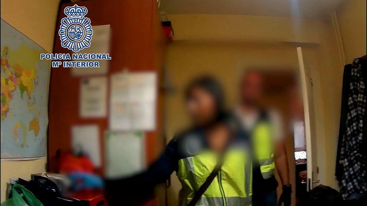 Macrooperación policial en toda España contra la distribución de pornografía infantil.Carlos Martínez celebra un gol con la Real Sociedad