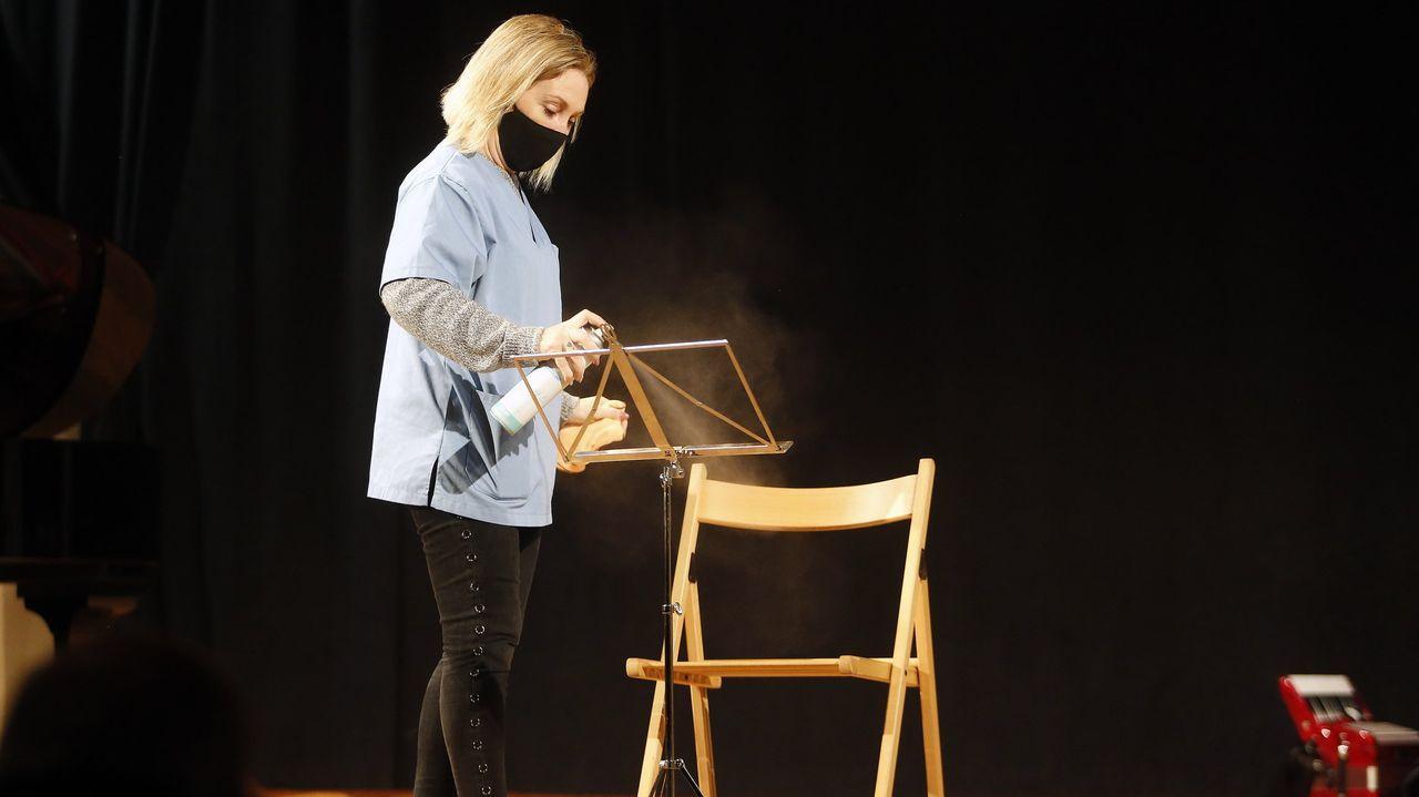 En directo: Feijoo anuncia las medidas con las quecomenzará la desescalada de la hostelería en Galicia.La uci del HULA, que cada vez acoge a pacientes más jóvenes