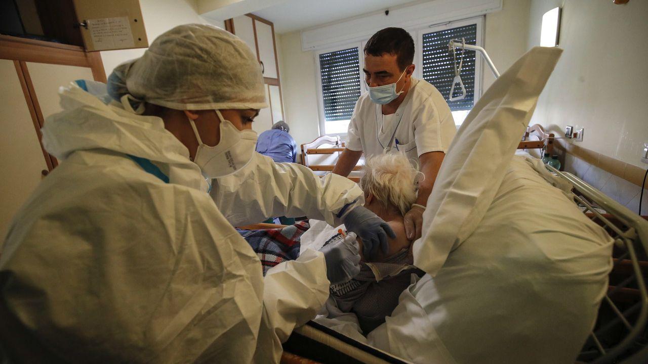 Vacunación en una residencia de mayores de Roma