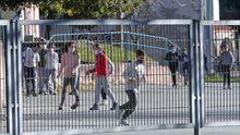 Niños jugando en el CEIP Campolongo tras la vuelta de las vacaciones de Navidad