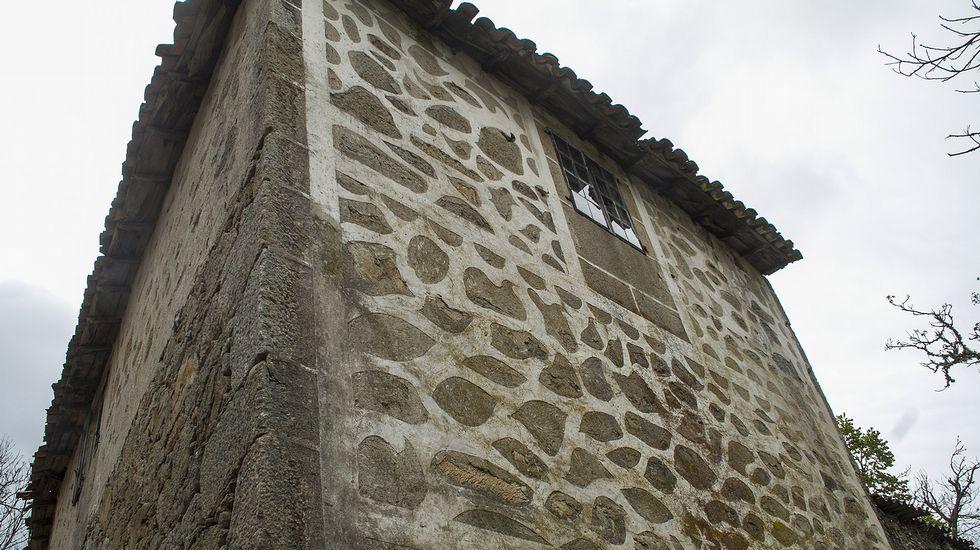 Fachadas decoradas con cal en las comarcas de Lemos y Chantada