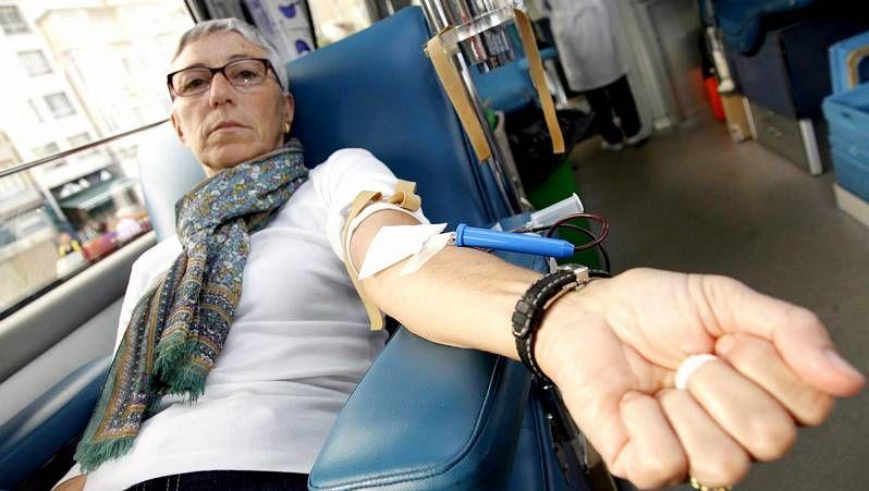 Feijóo insta a «conservar el espíritu de Angrois».Donación de sangre en la Facultade de Xeografía e Historia, en fotografía de archivo.