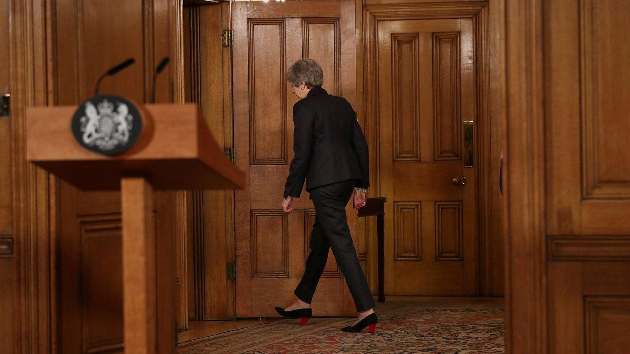 El Parlamento británico le arrebata a Theresa May el control sobre el Brexit.May, flanqueada por miembros de su Gabinete durante  la larga jornada en la Cámara de  los Comunes