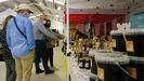 Una veintena de puestos ofrecían miel y productos derivados en la feria de ayer