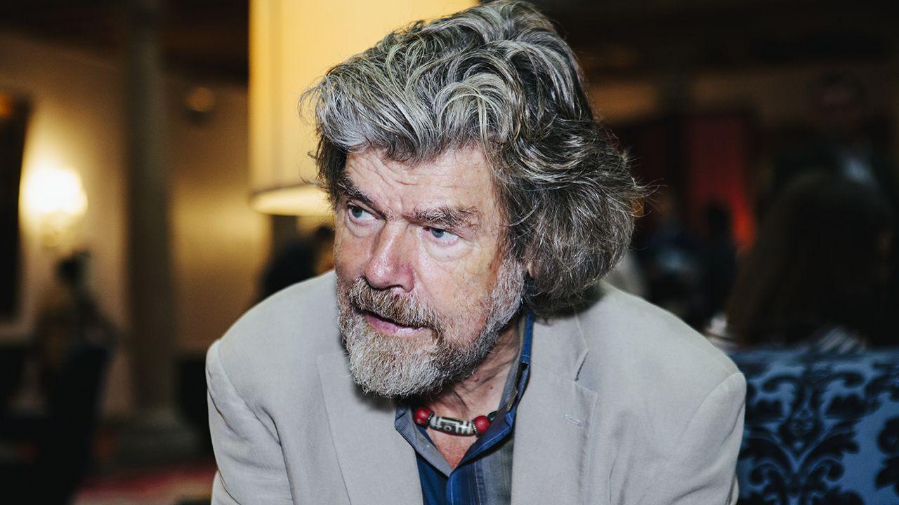 Los reyes posan con los premiados en los Premios Princesa de Asturias.Reinhold Messner en el Hotel de la Reconquista de Oviedo