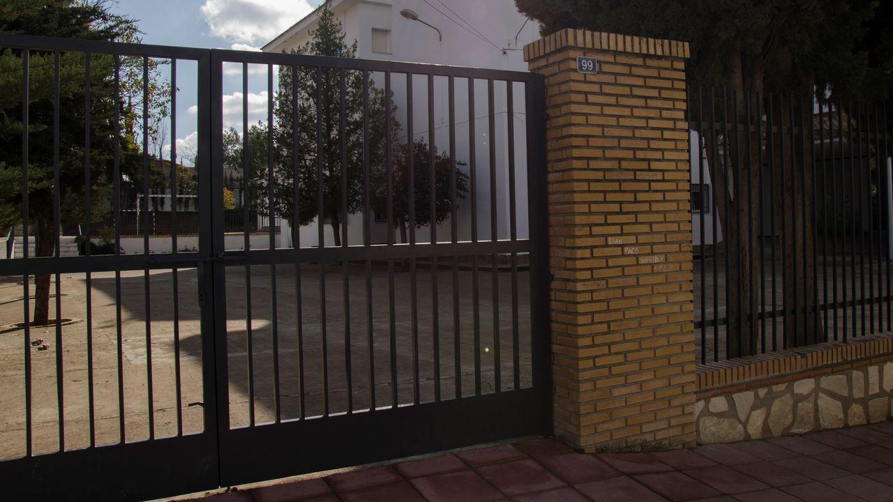 Expulsados 29 días los presuntos violadores del niño de Jaén.Imagen de archivo de dos policías nacionales