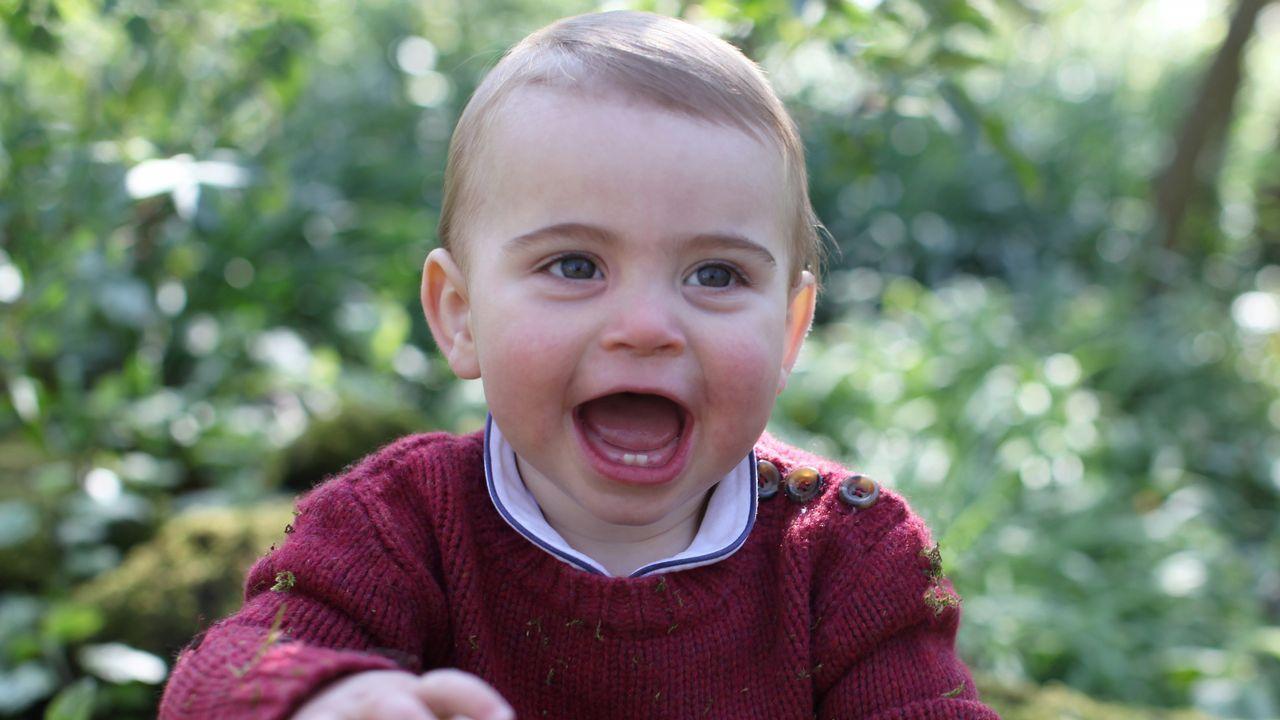 Las contadas fotos del príncipe Louis de Inglaterra.TIROLINA EN MALPICA