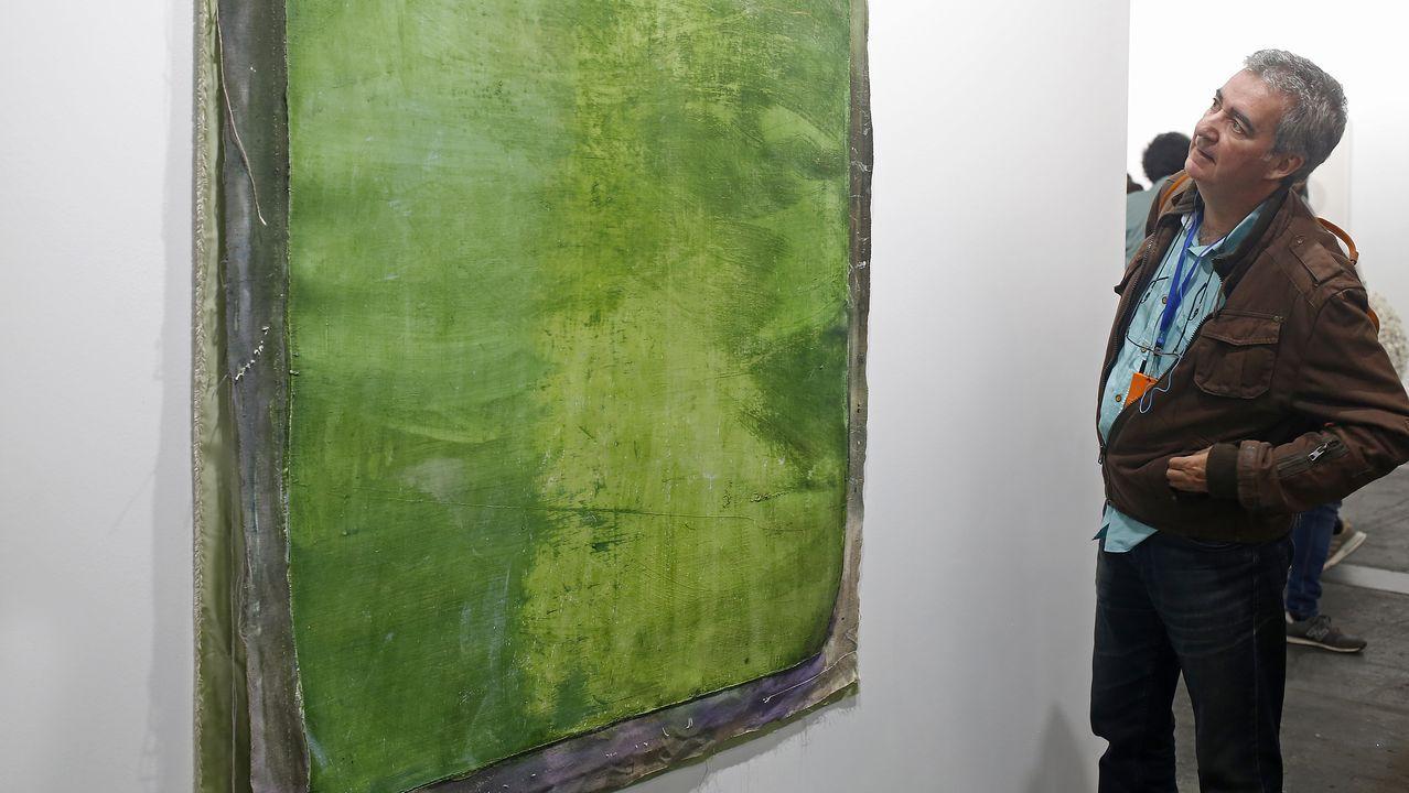 Una pintura (separada de su bastidor) del lucense afincado en Nueva York Antonio Murado en Álvaro Alcazar