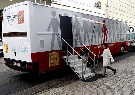 El autobús ofrecía ayer servicio en la calle Jacinto Benavente, en la zona de Beiramar.
