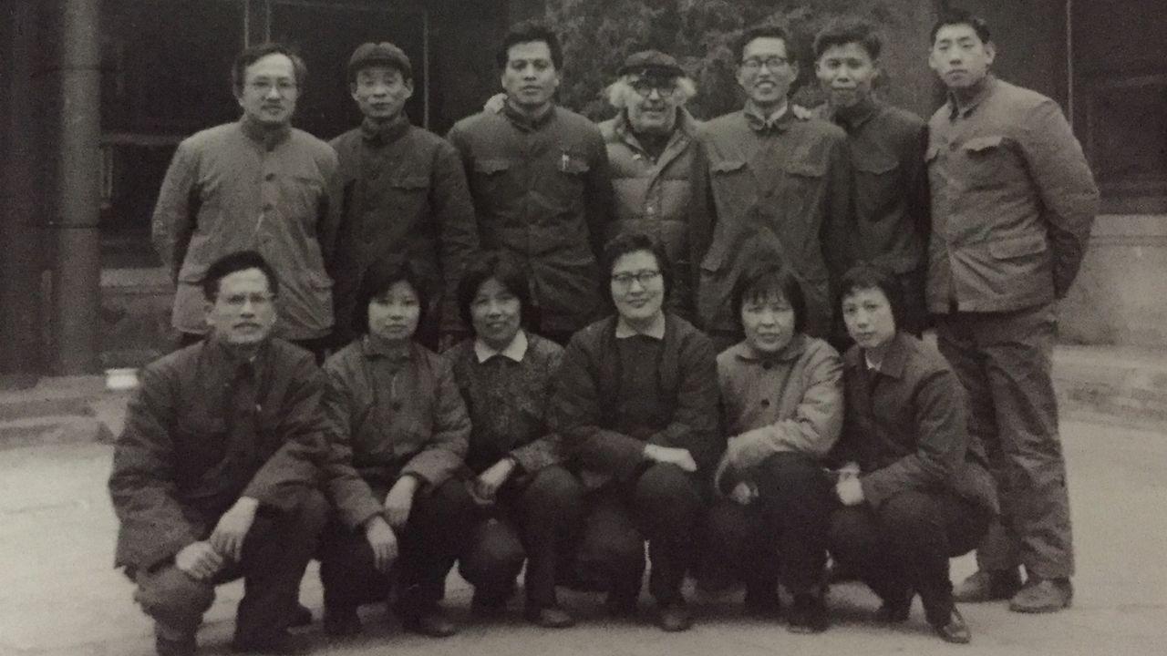 Pepe Castedo Carracedo, con gorra, con sus alumnos chinos en el Instituto de Lenguas Extranjeras