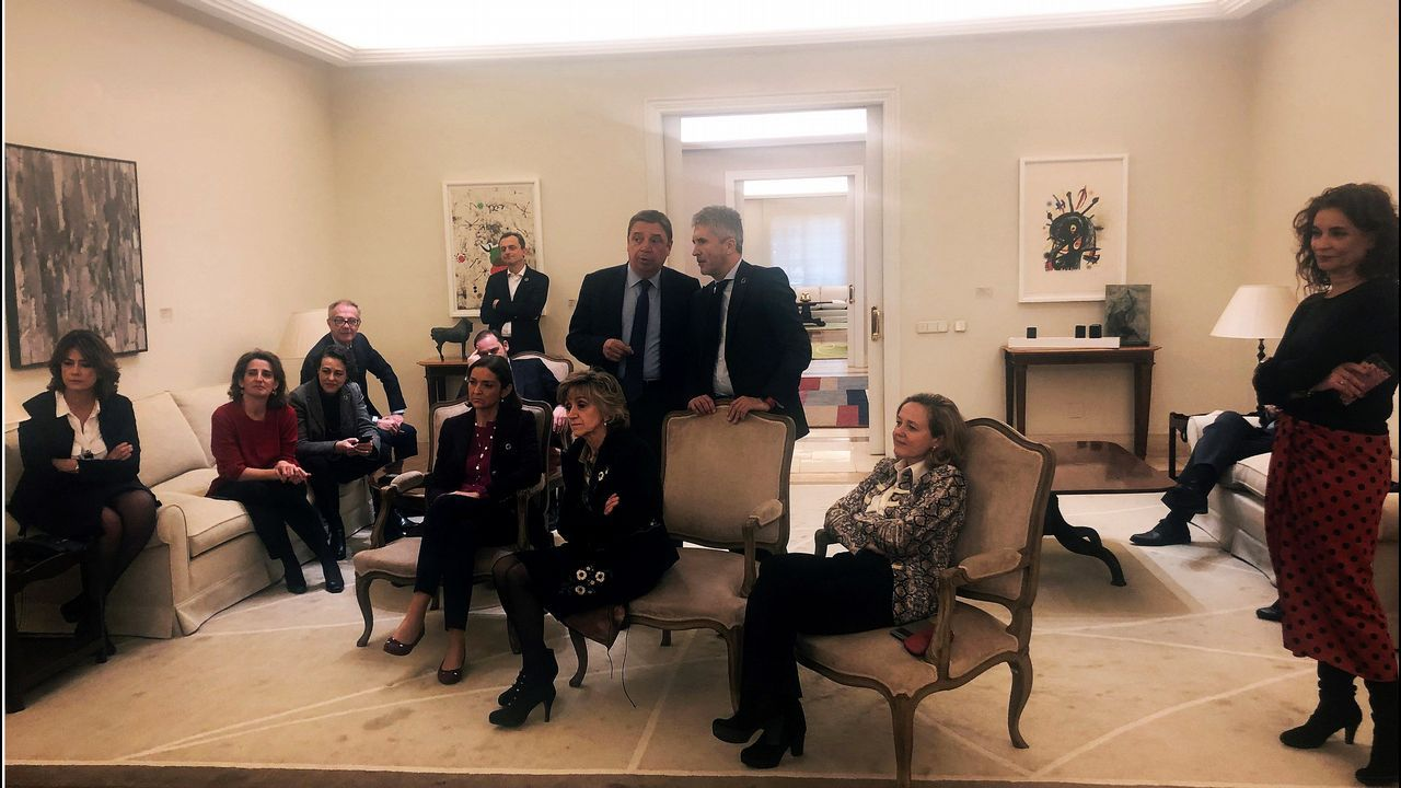 Imagen de los ministros tomada por Meritxell Batet mientras observaban la comparecencia de Pedro Sánchez