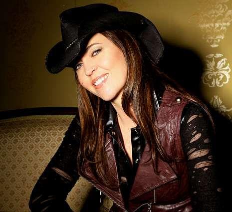 La cantante de Nashville presentará esta noche su disco Shinin? Live.