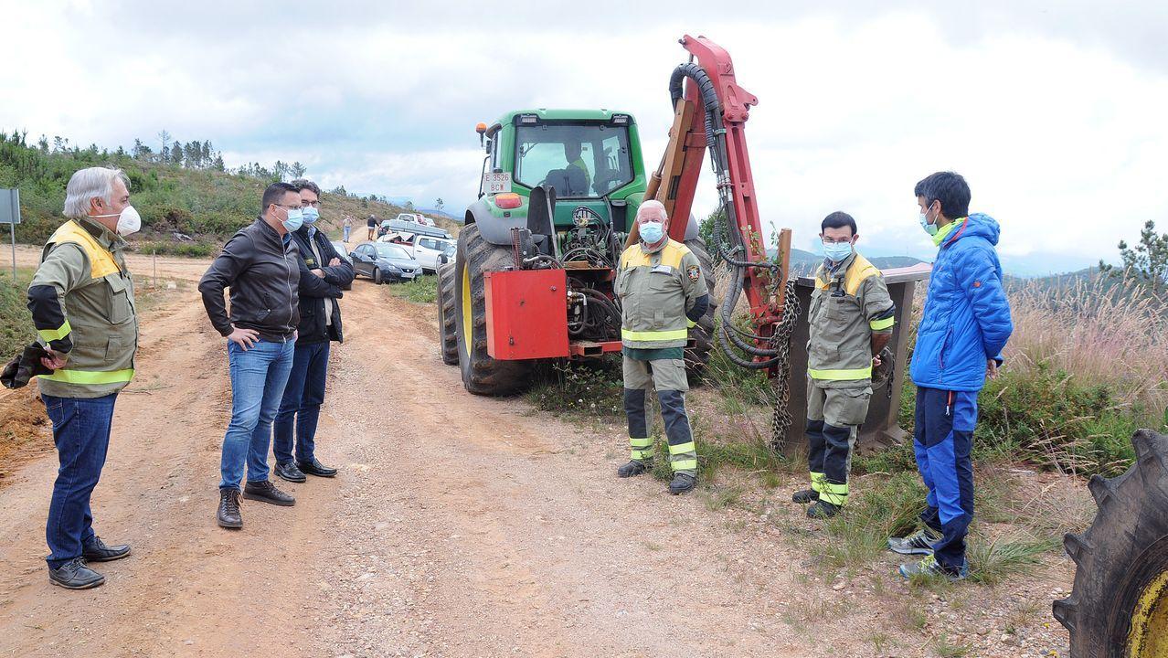 Visita del conselleiro de Medio Rural a los trabajos de prevencion de incendios en Avión