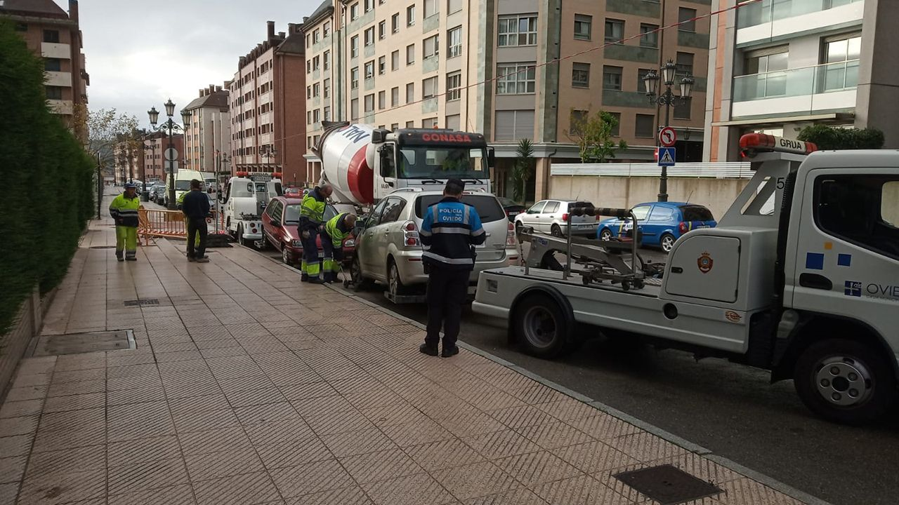 Gascona, sidra, sidrerías,.La grúa retira varios coches en Oviedo