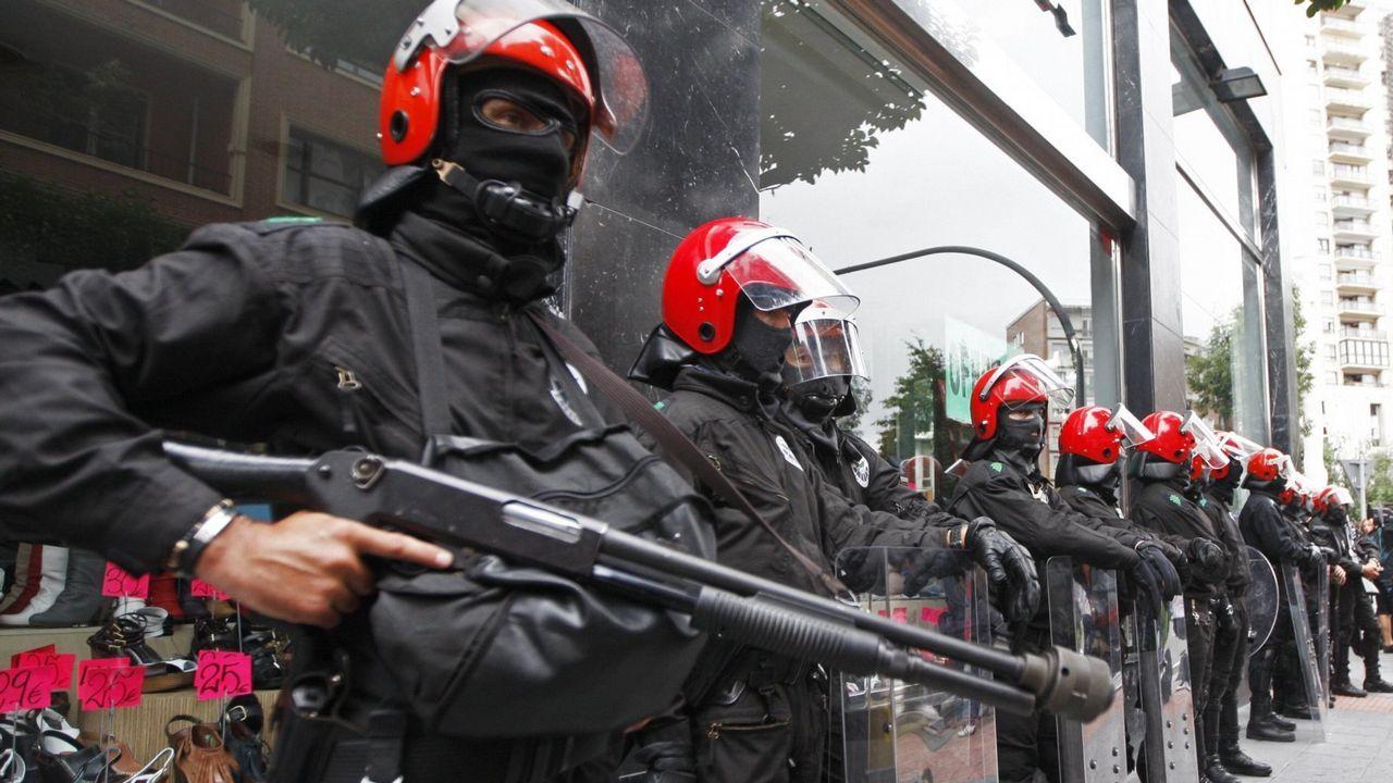 Ultras del Marsella apuñalan a un guardia de seguridad en San Mamés.El 'Helimer' sobrevuela los acantilados de la costa Oeste de Gijón en la búsqueda de Lorena Torre