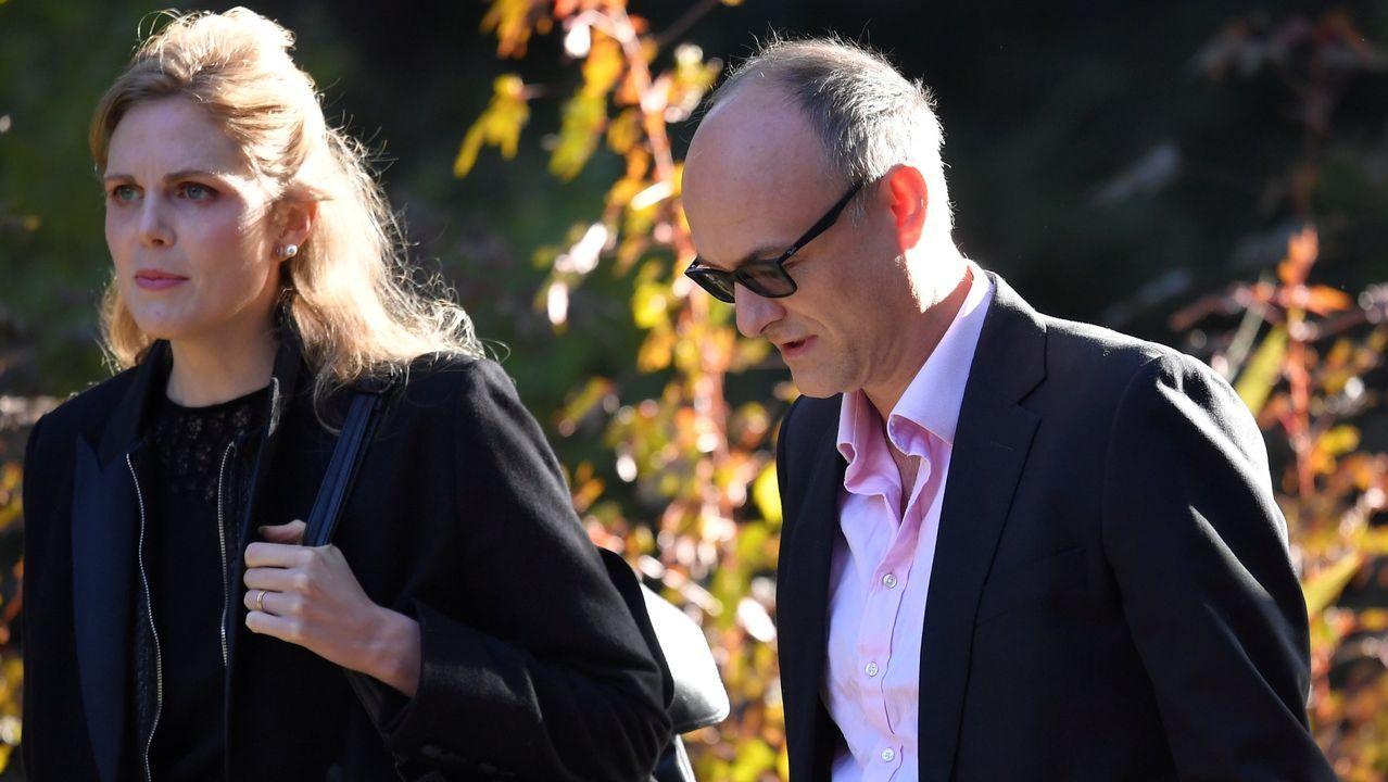 Johnson y Lewis, durante una visita a Belfast en agosto, junto a la ministra principal de Irlanda del Norte y la viceministra, Arlene Foster (derecha) y Michelle O'Neill