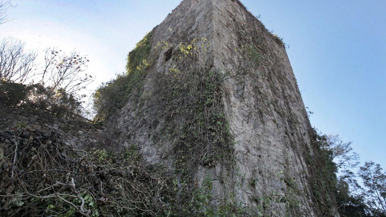 Torre dos Cregos, una de las cinco que se conservan de la antigua fortaleza de Monforte