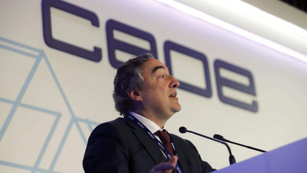 Sarmiento: «O crecemento económico ten que notarse na sociedade».Javier Fernández Lanero en la sede de UGT en Oviedo