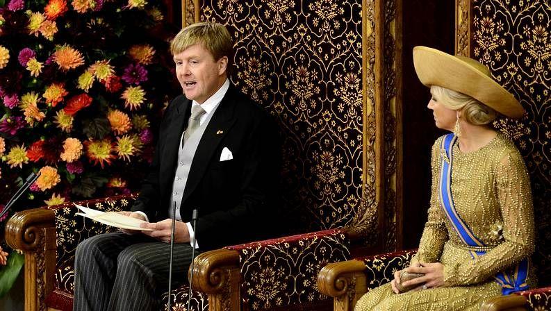El rey lee su discurso