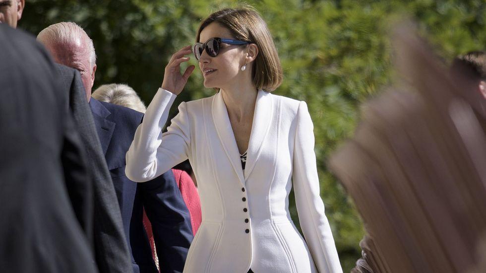 Ese mismo día, lució también por encima del vestido una chqueta blanca.