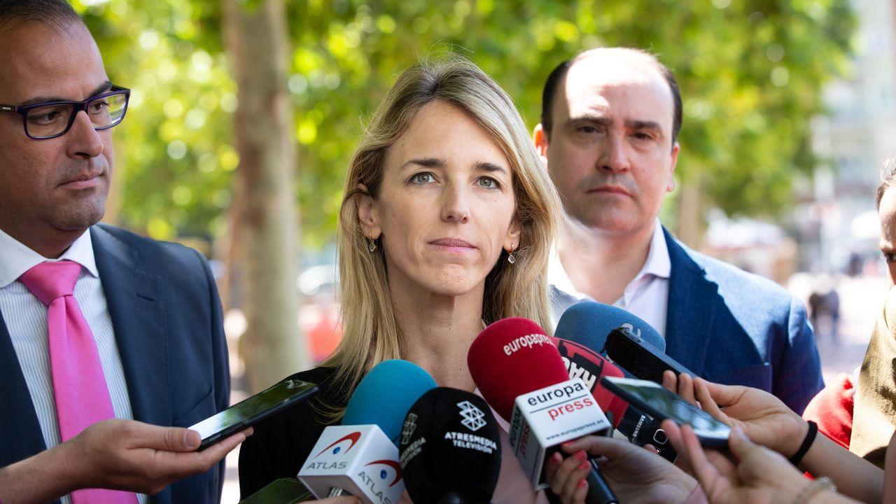 El himno de España se cuela en la ofrenda floral del Govern por la Diada.A las puertas del Parlamento catalán, se produjeron enfrentamientos de los manifestantes independentistas con los mossos d'Esquadra