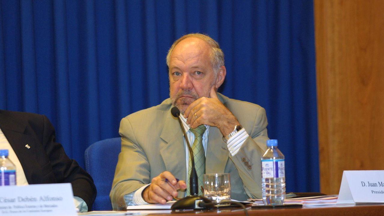 Pedro Maza (izquierda), acompañado del anterior presidente de Cepesca, Amador Suárez (centro), fallecido hace escasos meses, y el secretario general de la patronal, Javier Garat