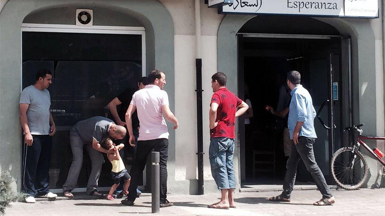 Los Mossos confirman que el terrorista abatido es Younes Abouyaaqub.La cafetería Esperanza era el único lugar, al margen de la mezquita, que frecuentaba el imán