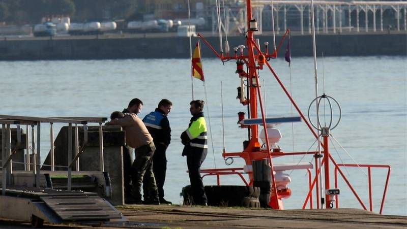 La «Salvamar Mirfak» trasladó el cuerpo al puerto de Ferrol