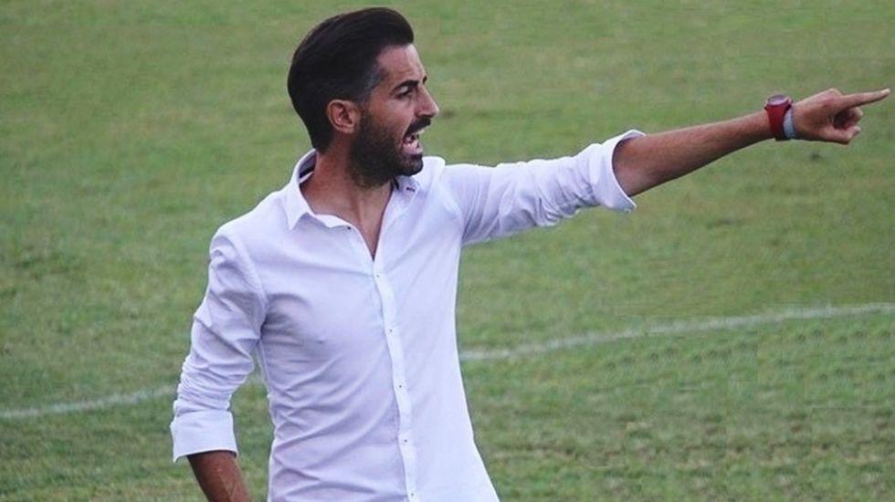 Galicia busca protagonismo en la Liga.Nino, durante un partido en el 2002 contra el Racing de Ferrol, club en el que dirigió el arousano.
