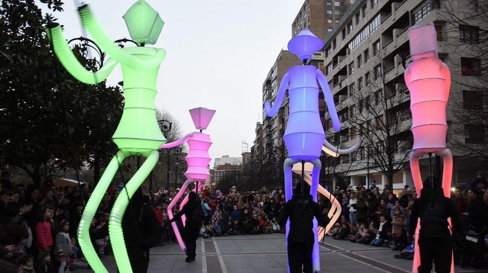 Reunión fundacional de la Academia del Cine Asturiano.Una actividad de la feria FETEN en las calles de Gijón
