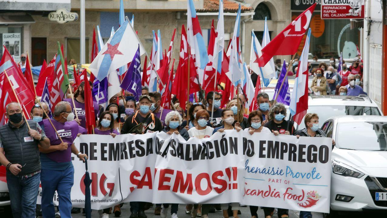 Protesta de los trabajadores de Alcoa cortan la carretera de la costa en Xove.Foto de archivo de cubas de electrolisis en la fábrica de San Cibrao, que los trabajadores se oponen a hibernar, como pretende Alcoa