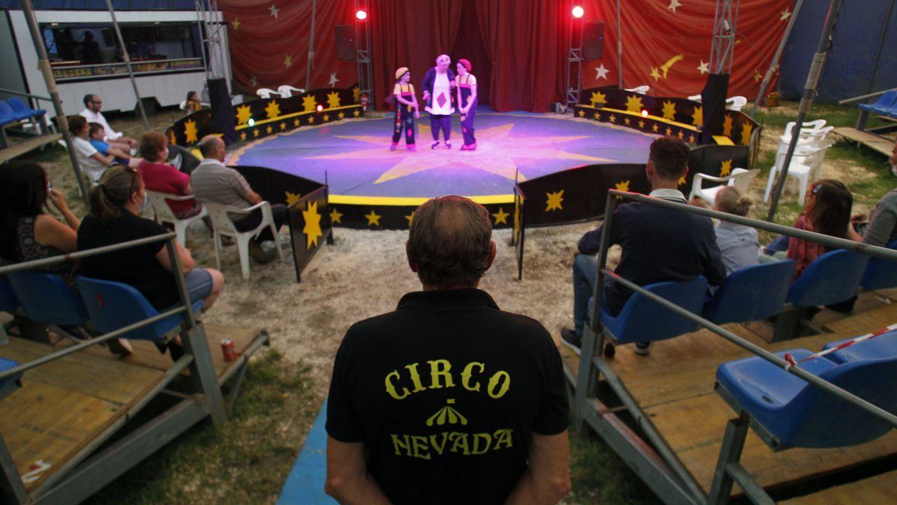 El circo Nevada necesita recaudar para pagar lo que les cuesta viajar desde Monforte a Silleda, la localidad por la que quieren continuar su gira gallega