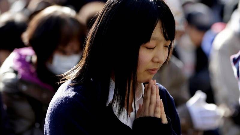 Homenaje en Japón a las víctimas del tsunami.Manu Payno cerró el acto interpretando con la trompeta los himos de Japón y Galicia