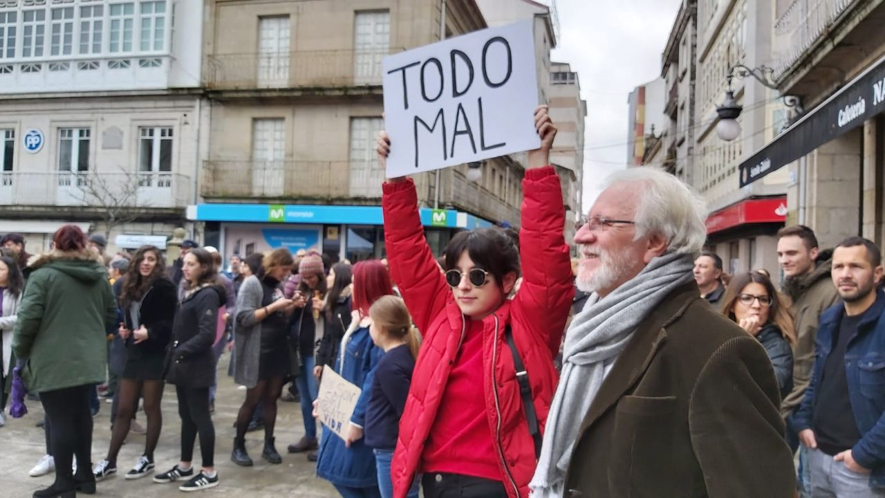 8M no Carballiño.Manifestación de Mulleres pola Igualdade na vila do Arenteiro